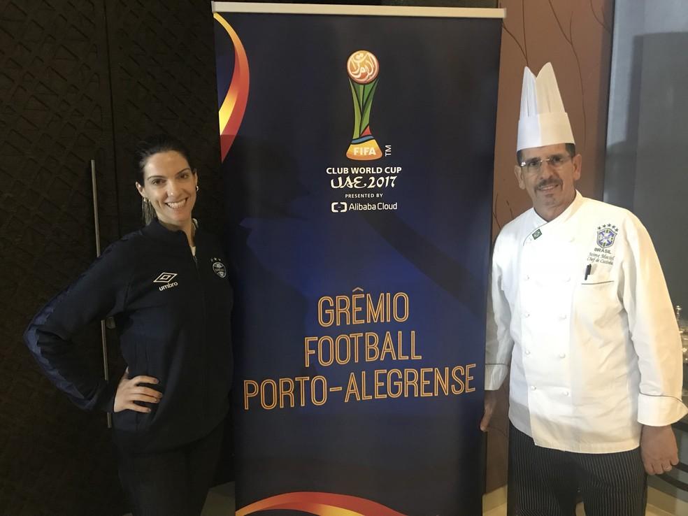 Katiuce Borges, nutricionista do Grêmio, com o chef Jaime Maciel, da seleção brasileira (Foto: Eduardo Moura)