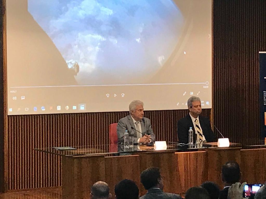 Ministro admite que bolsas do CNPq podem ficar sem pagamento em setembro  - Notícias - Plantão Diário