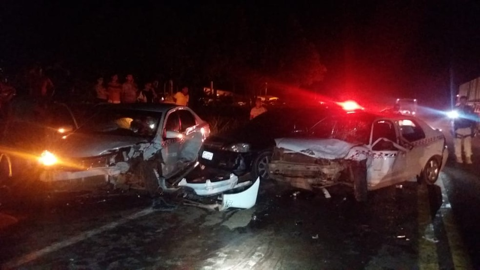 Três automóveis se envolveram no acidente na BR-222 no Maranhão — Foto: Divulgação/Polícia Rodoviária Federal