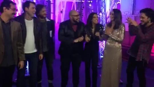 Finalistas mandam recado para o público nos bastidores do 'PopStar'