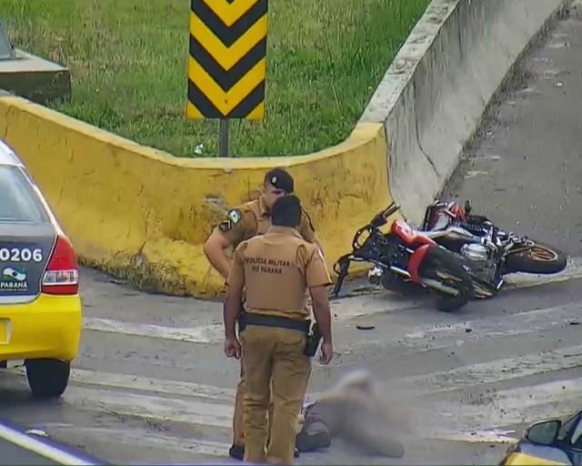 Advogado admite que policial militar colocou arma embaixo do corpo de motociclista morto no Paraná  - Notícias - Plantão Diário