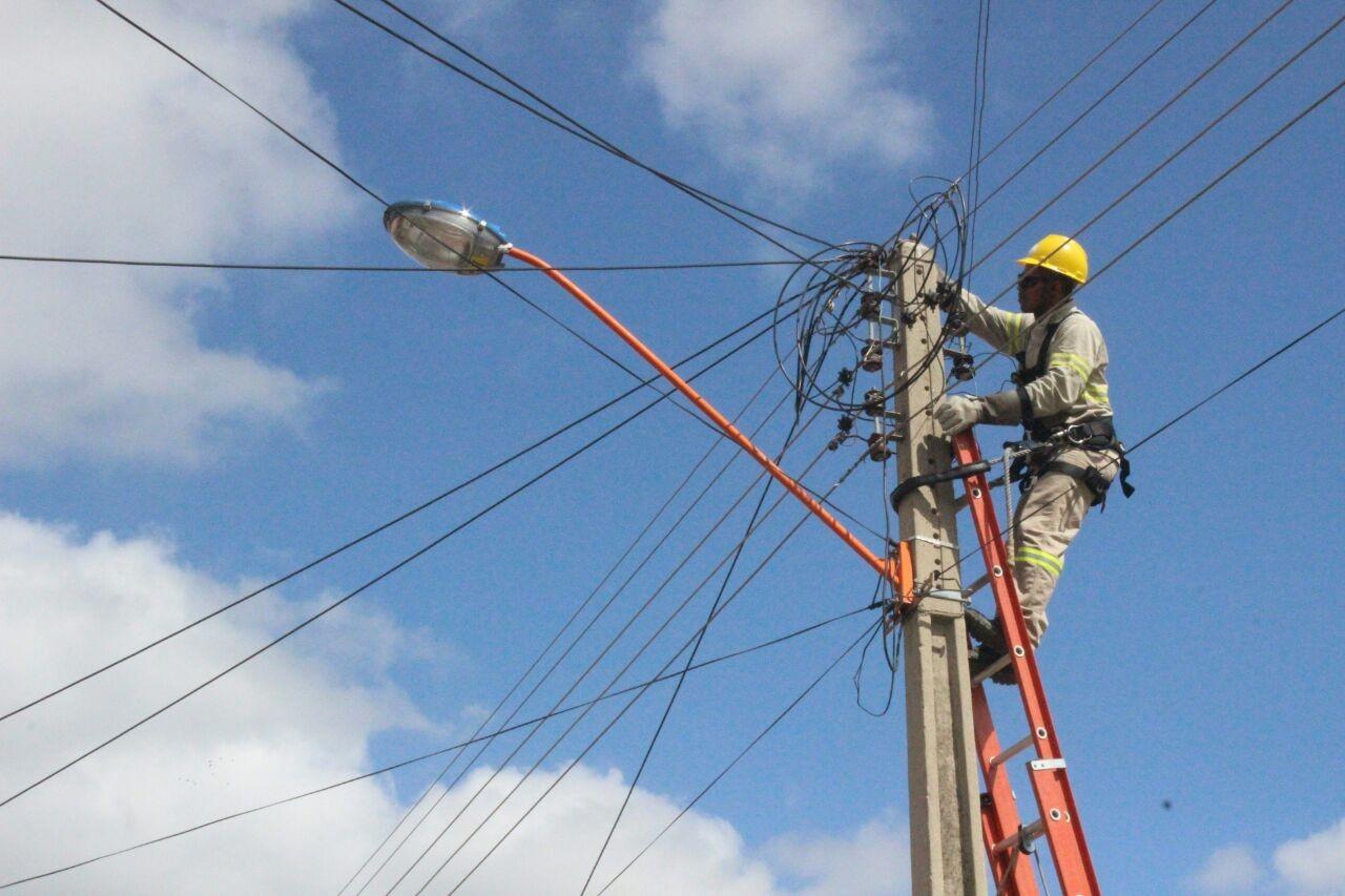 Prédios públicos e empresas com débitos poderão ter energia cortada, diz CEA