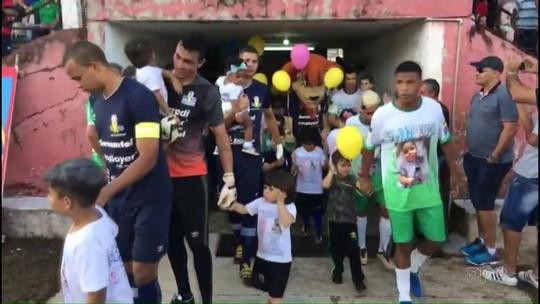 Duas mil pessoas assistem amistoso para arrecadar dinheiro para tratamento de Lucca