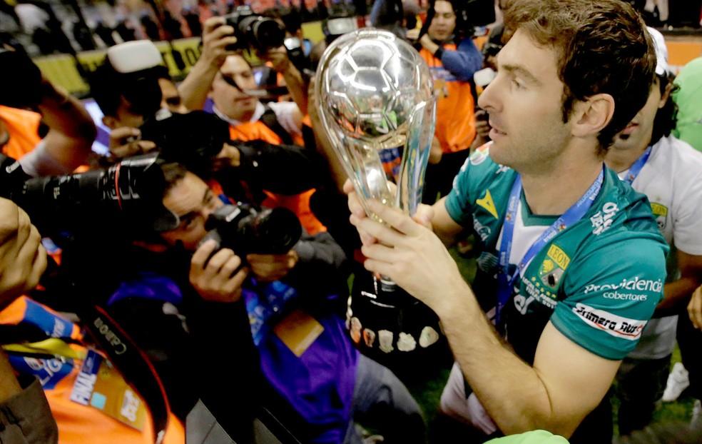 Boselli comemora título com o León no México — Foto: Reuters