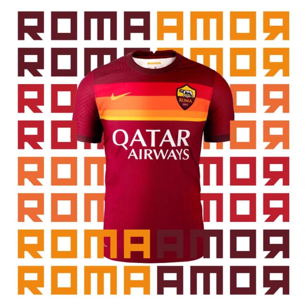Nova camisa da Roma é inspirada em modelo usado no fim dos anos 70 — Foto: Divulgação