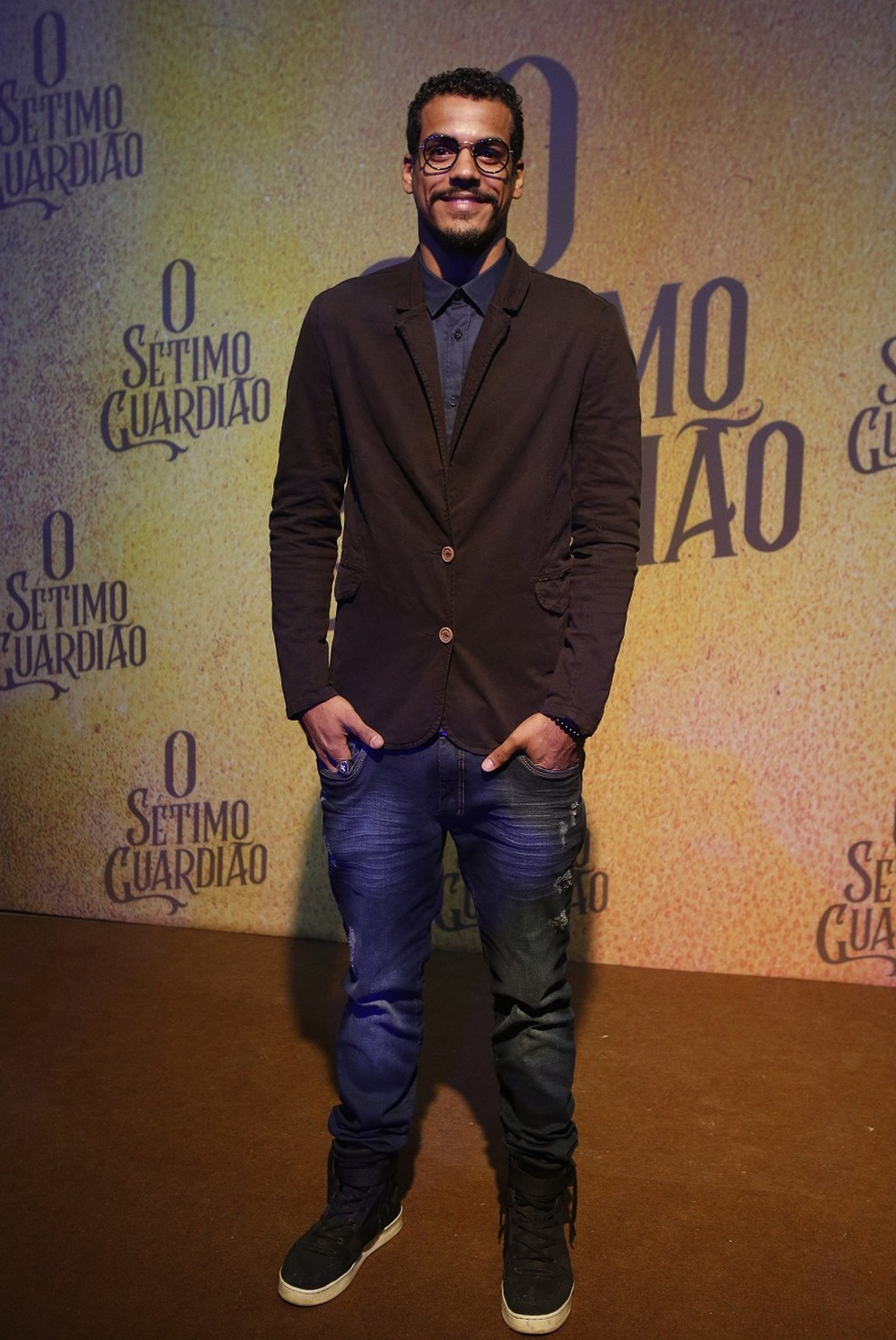 Marcello Melo Jr. é o operário Fabim em 'O Sétimo Guardião' — Foto: Fabiano Battaglin/Gshow