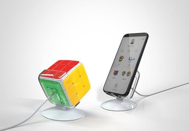 GoCube,  cubo mágico reinventado, terá entrada USB para recarga e poderá se conectar com aplicativo móvel (Foto: Facebook/GoCube)