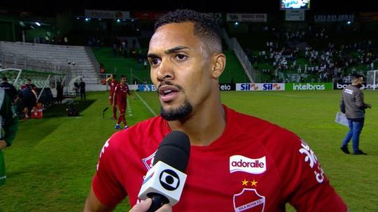 Juninho aprova resultado do Vila fora e confia na classificação contra o Juventude no Serra