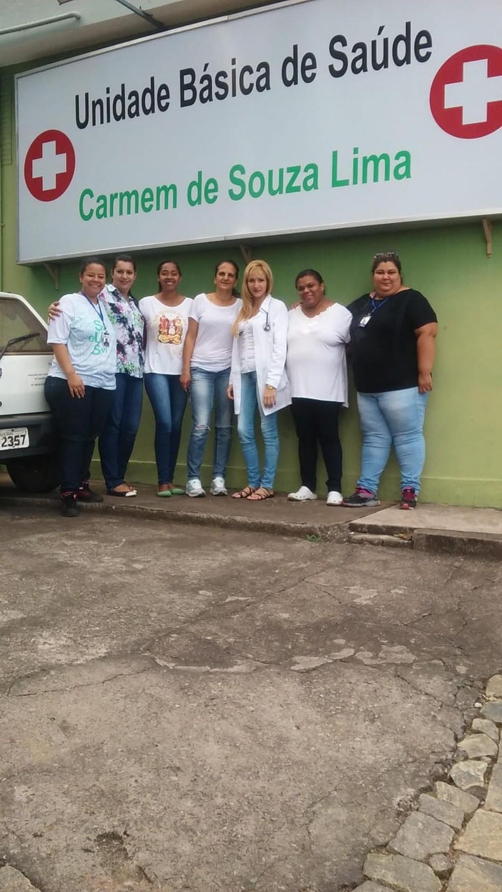 Yaime (de jaleco) trabalhou por dois anos em um dos dois postos de saúde de Crucilândia — Foto: Yaime Acuna/Arquivo pessoal