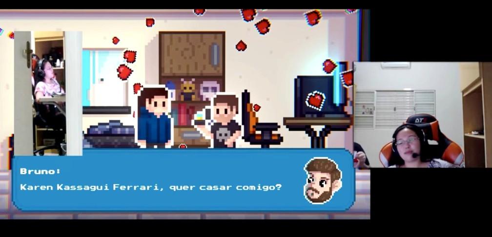 Karen Kassagui Ferrari (no detalhe à direita) e a tela final do game criado pelo namorado com o pedido oficial de casamento — Foto: Reprodução/Arquivo pessoal