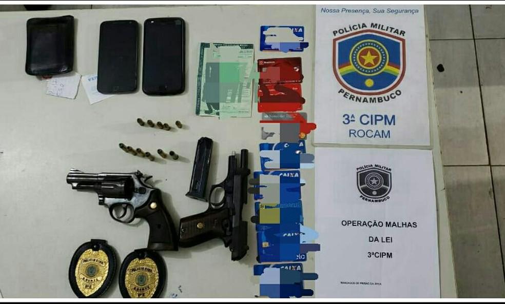 Armas de fogo foram apreendidas em Condado, na Zona da Mata de Pernambuco, no domingo (22) (Foto: Polícia Militar/Divulgação)