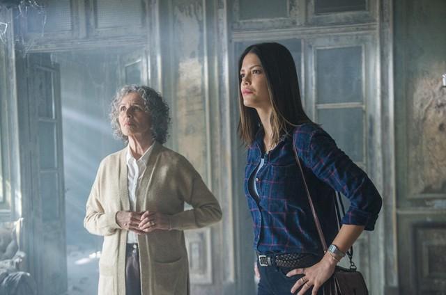 Irene Ravache e Vitória Strada em 'Espelho da vida' (Foto: Raquel Cunha/TV Globo)