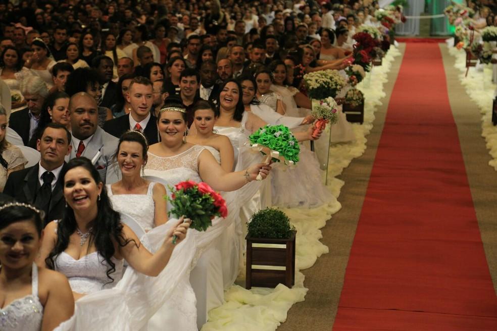 Casamento coletivo no sábado (22) em Florianópolis (Foto: Associação Amigos da Cidadania Catarinense/Divulgação)