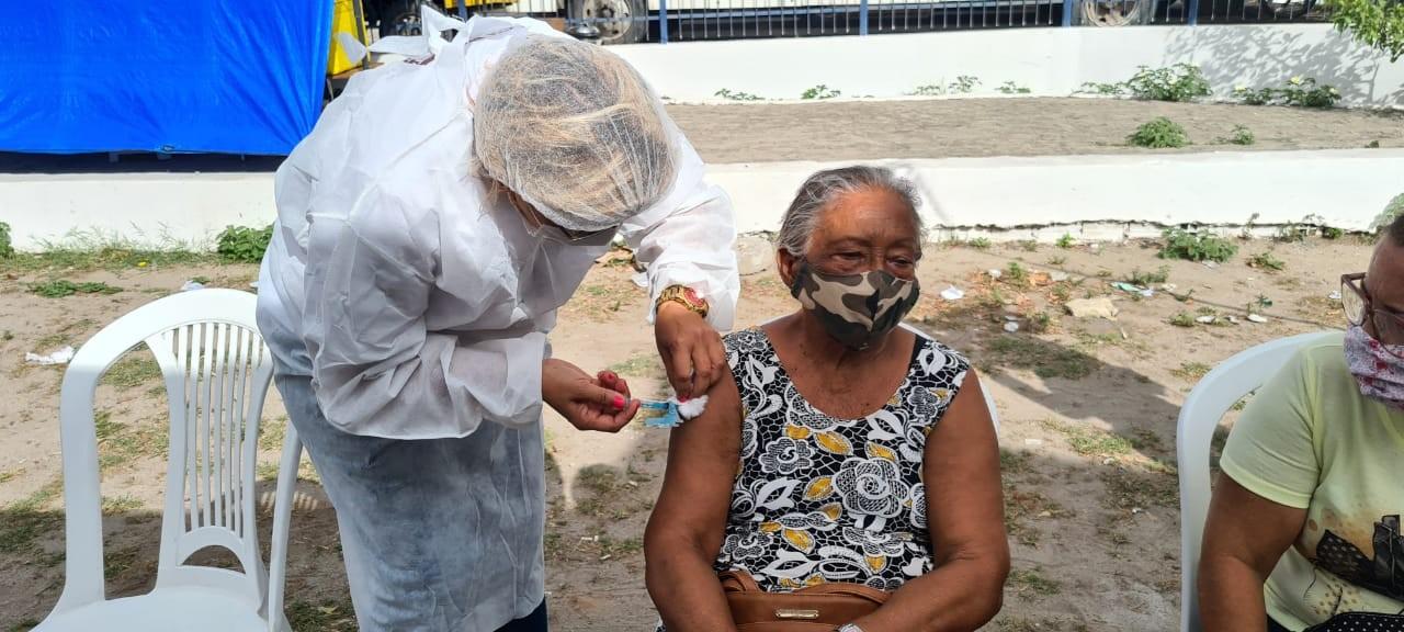 Paulista retoma vacinação contra Covid-19 após suspensão por falta de doses