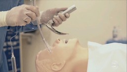 Pesquisadores demonstram risco que médicos correm ao entubar pacientes com Covid-19