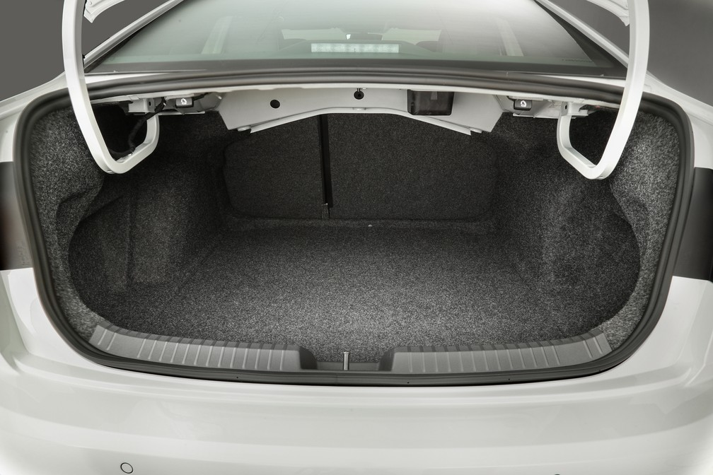 Porta-malas do Jetta acomoda 510 litros — Foto: Divulgação