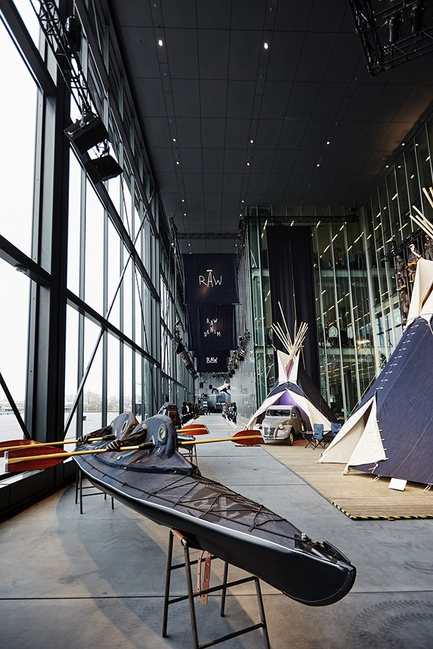 Denim installations in the atrium of the G-Star RAW headquarters in Amsterdam (Foto: Divulgação)