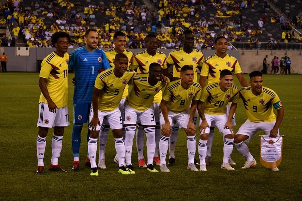 Cuéllar, com a camisa 8, em ação pela seleção da Colômbia — Foto: Site Federação colombiana de futebol