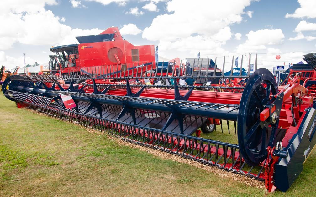 Agrishow 2019 tem tratores, colheitadeiras, softwares, pulverizadores e outros equipamentos para facilitar o trabalho no campo — Foto: Érico Andrade/G1