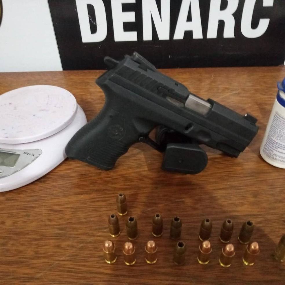 Arma foi apreendia na casa do segundo suspeito investigado — Foto: PC-RO/Reprodução