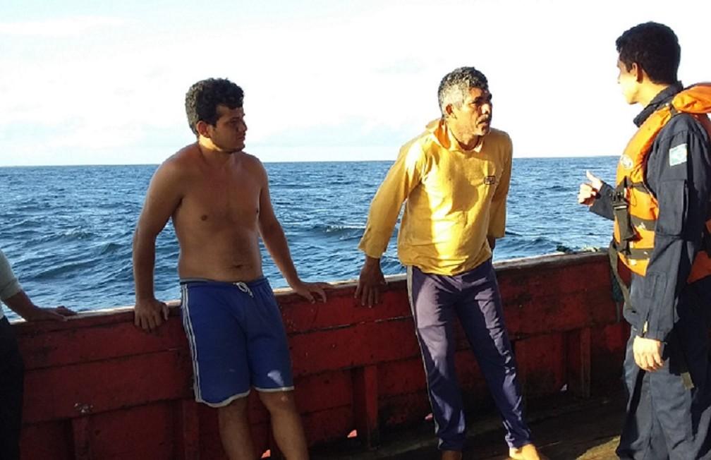 Familiares foram informados que os sete pescadores estão bem, após 24 dias à deriva no mar — Foto: Marinha do Brasil/Divulgação