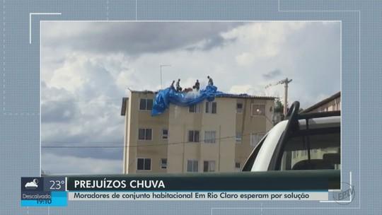 Moradores de prédios destelhados têm novos problemas com chuvas em Rio Claro