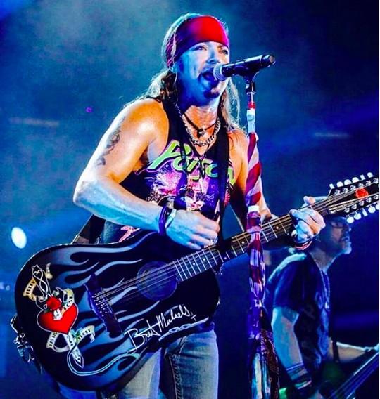 O músico Bret Mitchaels em show do Poison (Foto: Instagram)