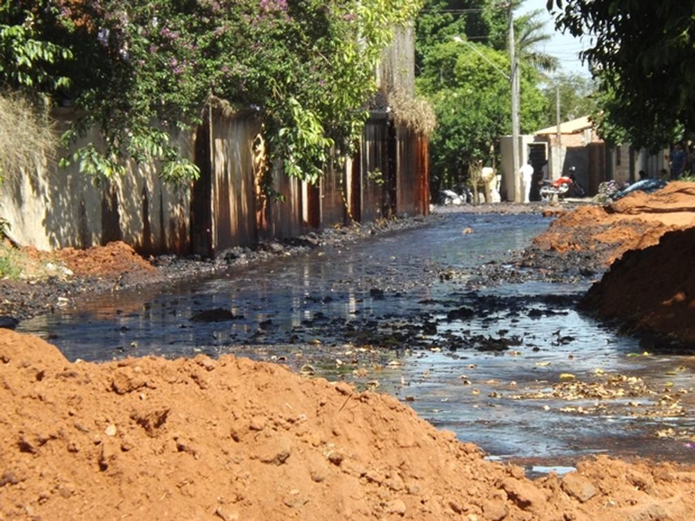 Ruas e casas ficaram interditadas (Foto: Marcos Lavezo / G1)