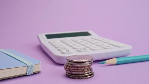 Dívidas; contabilidade; contas; dinheiro; juros (Foto: Kindel Media / Pexels)