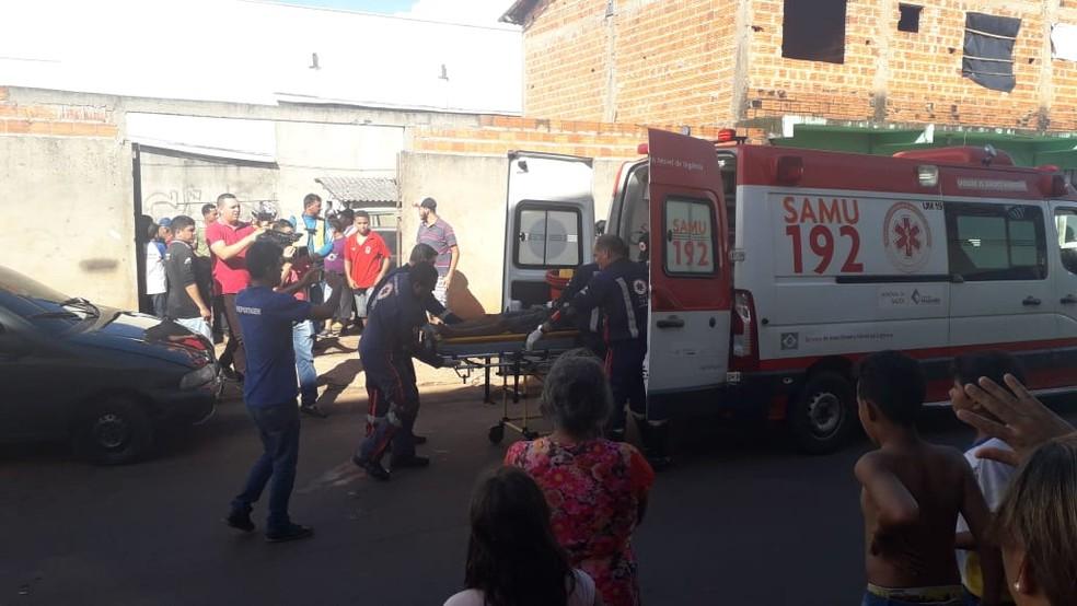 Jovem foi baleado em oficina mecânica  — Foto: Divulgação