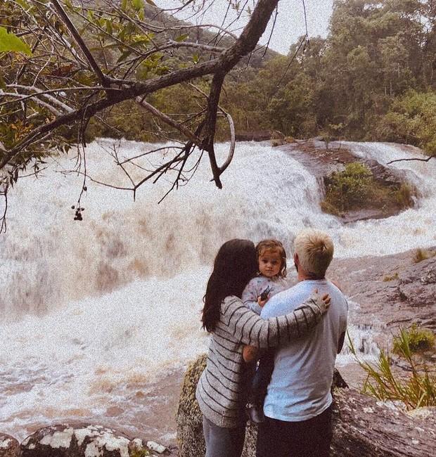 Bruno Gissoni, Yanna Lavigne, e a filha Madalena (Foto: Reprodução/Instagram)