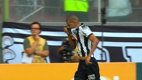 Após deixar jogo do Atlético-MG no intervalo, com dores na coxa, Réver preocupa médico do clube