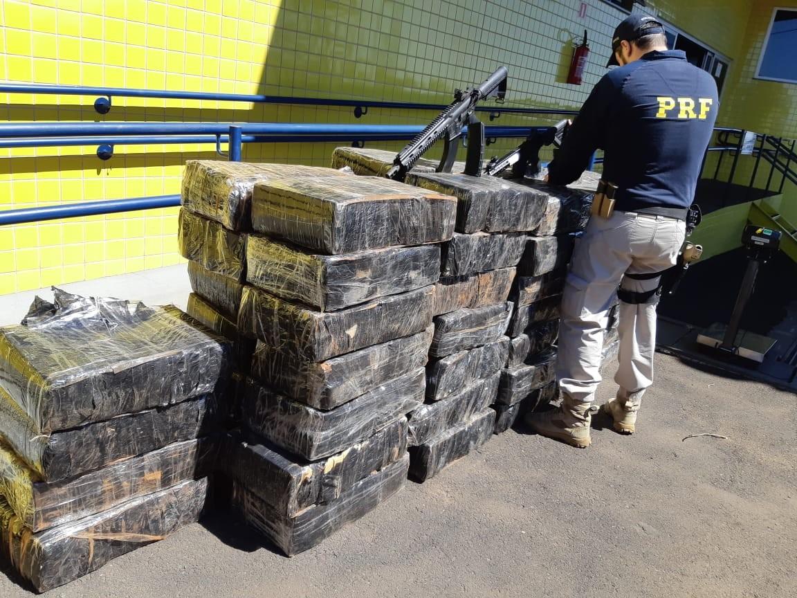 Casal é preso com 1,3 tonelada de maconha e dois fuzis, em Mandaguari; VÍDEO - Notícias - Plantão Diário