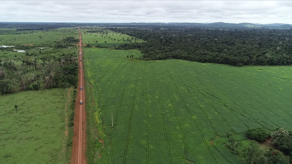 Com RO-459 interditada, única rota de Alto Paraíso até a BR-364 se dá pela RO-457, que não é pavimentada.  — Foto: Rede Amazônica/Reprodução