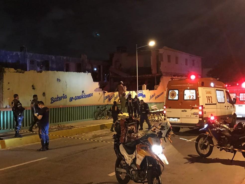 Ambulâncias do Serviço de Atendimento Móvel de Urgência (Samu) atenderam feridos após desabamento no Recife — Foto: Reprodução/WhatsApp