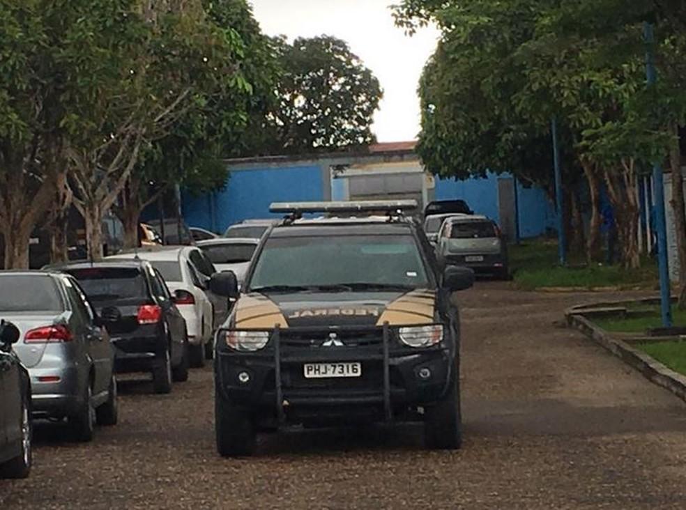 Movimentação escola durante eleição suplementar em Manaus (Foto: Ariane Alcântara/G1 AM)