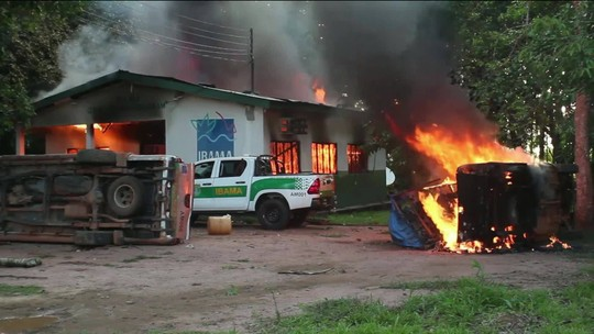Prédios do Ibama e ICMBio são incendiados após operação no Amazonas