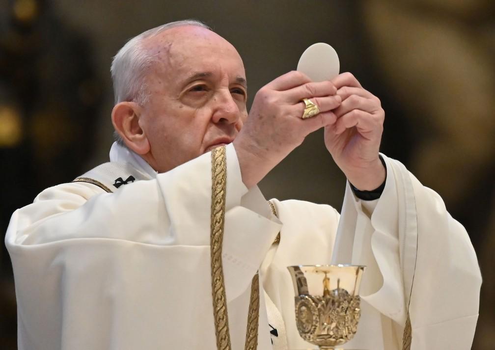Papa Francisco celebrou missa do Domingo de Páscoa, com as portas da Basílica de São Pedro, no Vaticano, fechadas  — Foto: Andreas Solaro / AFP