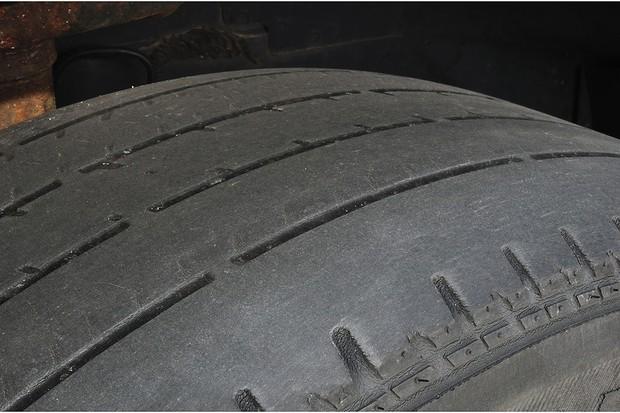 Cuidado com os pneus antes de pegar a estrada é fundamental (Foto: Shutterstock)