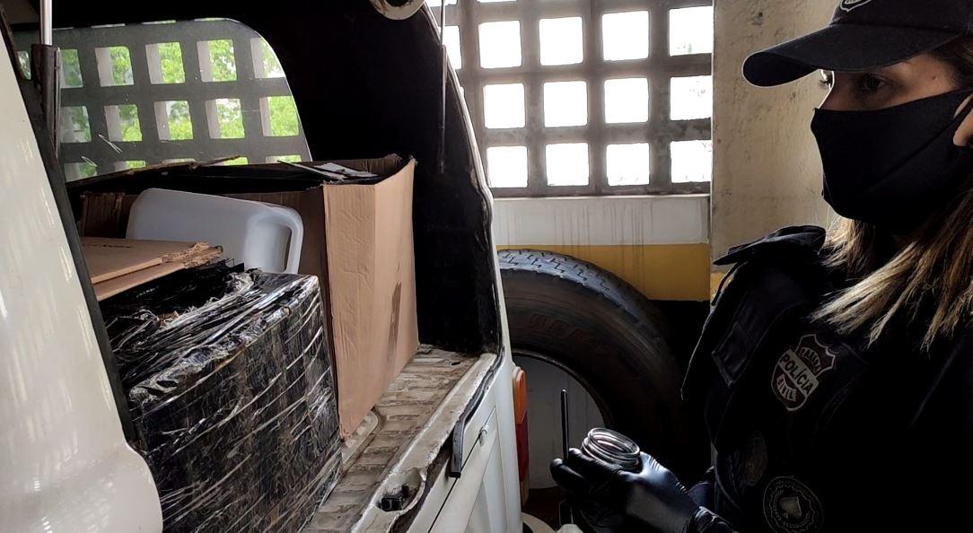 Polícia apreende mais de meia tonelada de maconha em kombi em estacionamento no Centro de Curitiba