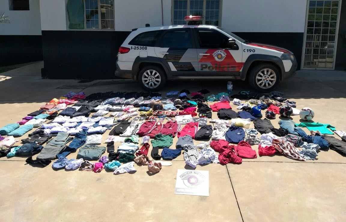 Suspeito de furtar quase 200 peças de roupas de loja é preso em flagrante em Osvaldo Cruz