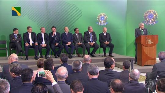 Primeiro dia do governo Bolsonaro tem a transmissão de cargo a 18 novos ministros