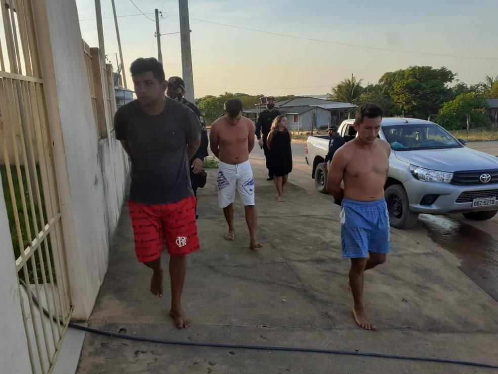 Chegada de parte dos presos na delegacia de terra Santa, no Pará — Foto: Reprodução/Redes Sociais