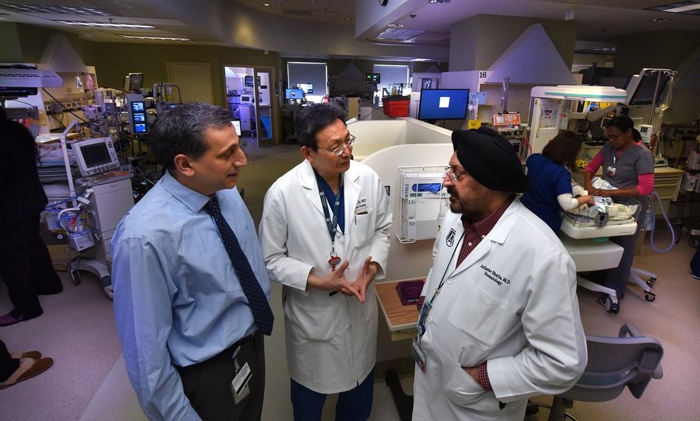 Os cientistas Babak Baban, Jack Yu e Jatinder Bhatia lideraram o estudo. Eles também trabalham no Hospital de Crianças da Geórgia, nos EUA (Foto: Phil Jones/Augusta University)