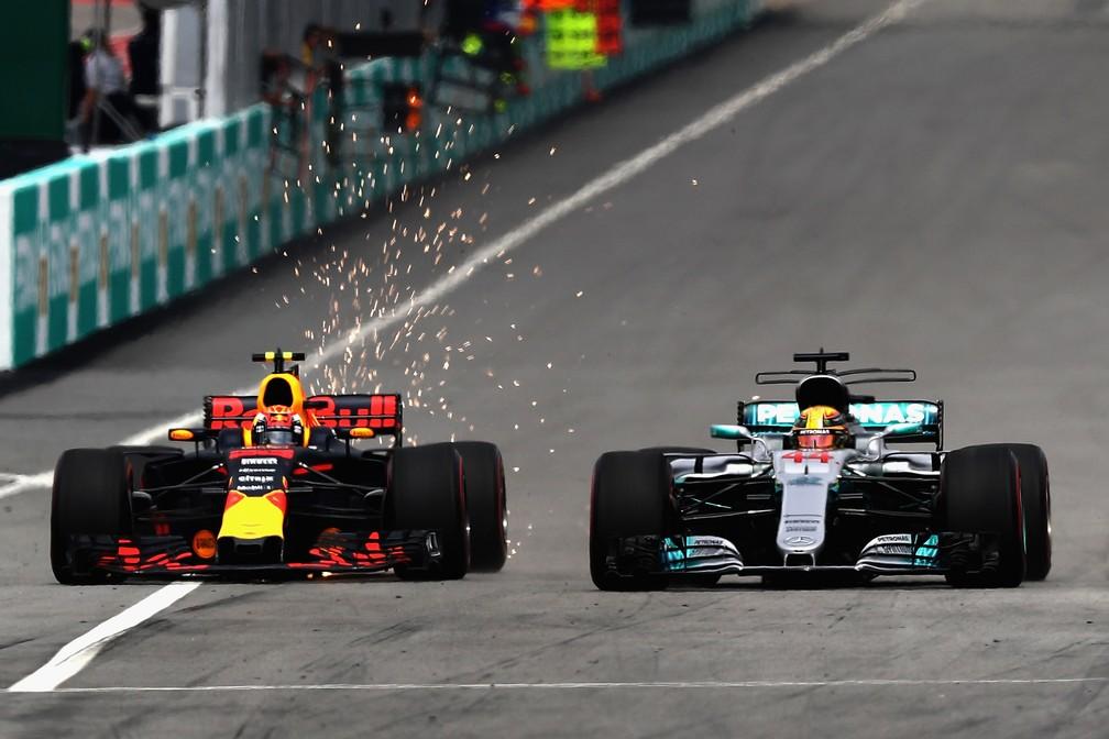 A manobra que deu a vitória para Verstappen (Foto: Getty Images)