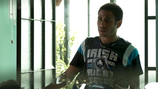 Dilson vê dinheiro de Agnaldo e pergunta se ele roubou banco