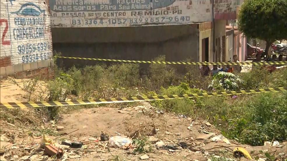 Corpo foi encontrado na manhã desta quarta (3) às margens da BR-104, na cidade de Remígio, no Agreste da PB — Foto: Reprodução/TV Paraíba