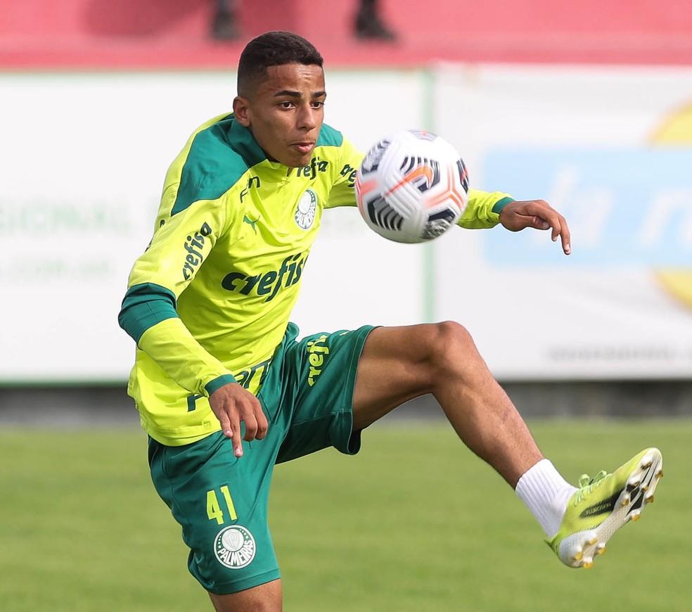 Atacante do Palmeiras encanta Abel, ganha elogios e deve ter nova chance como titular