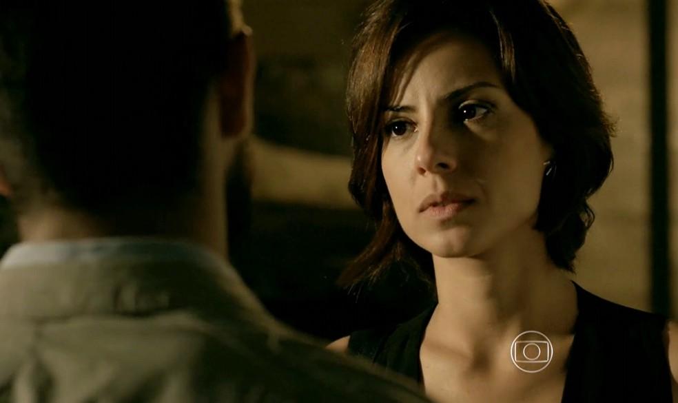 Maria Clara (Andréia Horta) pergunta a Vicente (Rafael Cardoso) se ele ainda pensa em Cristina (Leandra Leal) - 'Império' — Foto: Globo