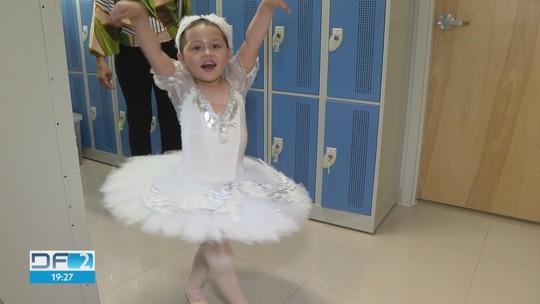 Menina de 3 anos supera câncer e recupera alegria dançando balé